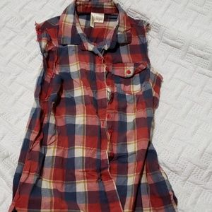Passport sleeveless plaid button up
